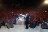 2日間で延べ45万人以上を集めた中米グアテマラでの伝道集会「パラウ・フェスティバル」でメッセージを伝えるルイス・パラウ氏(Christian Post / Luis Palau Association)
