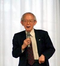 「友愛の経済学」について講演する野尻武敏・神戸大名誉教授。