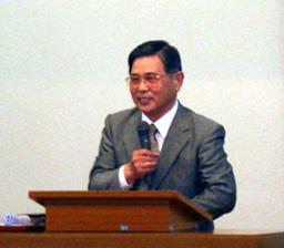 生駒聖書学院のモットーである「不可能は挑戦となり可能となる」は現実であり自らがその生き証人です、と証した第6期生の永井明牧師。