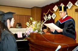 国際福音神学校で第9回卒業式 3人の卒業生巣立つ