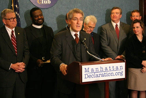 「マンハッタン宣言−キリスト者の良心の呼びかけ」を読み上げるロバート・ジョージ氏=20日、米ワシントンDC(写真:クリスチャンポスト)