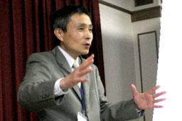 講演する宮本安喜WCJ代表=21日、神奈川県大和市のカンバーランド長老教会・高座教会で<br />