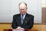 「永遠の命」と題して説教した後、大会のために祈る日下部繁氏=24日、東京都杉並区の日本イエス・キリスト教団荻窪栄光教会で