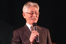 最終日のメイン大会で開催の喜びを語る大会会長の吉岡章氏=18日、岡山ドームで(写真提供:CSEA)