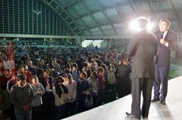 サン氏の講演後、多くの来場者が会衆の前で信仰を告白した=同上(写真提供:CSEA)