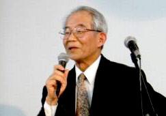 信仰の自由と他宗教への寛容性を訴えた「内村鑑三」の信仰の姿勢について解説する大友浩氏=25日、今井館聖書講堂で