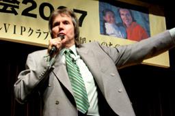 「ビル・ウィルソン東京大会2007」午後のセミナーで講演するビル・ウィルソン師=10日、星陵会館(東京・永田町)で