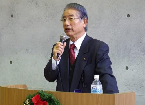 講演する土肥隆一衆議院議員=6日、「故郷の家・神戸」で