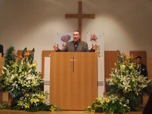 アーサー・ホーランド師(キャンパス・クルセード・フォー・クライスト)が17日、純福音東京教会で自らの救いとクリスチャンとしての使命を証した。(写真・クリスチャントゥデイ)