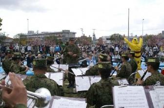 7日市民大交流会での自衛隊吹奏楽団の演奏風景(写真提供:国際飢餓対策機構)。