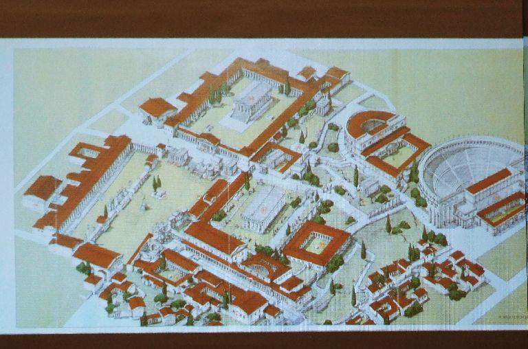 コリントの都市の再現画像が紹介された。2011年6月4日、東京千代田区OCCで。