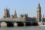 テムズ川をはさんで見える英国会議事堂