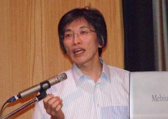 クリスチャンアカデミーにて講演する今中和人氏。2011年6月30日。