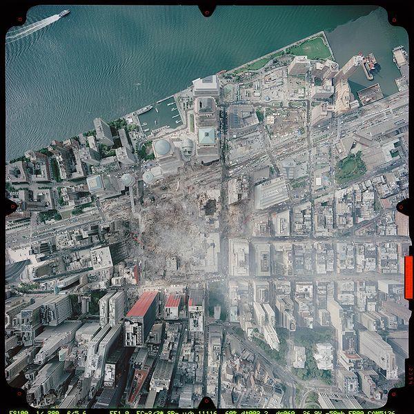 2001年9月23日に撮影されたグラウンド・ゼロの写真(NOAA)。