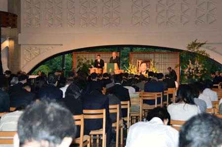洪正吉氏の記念説教に聴き入る参列者たち=22日、東京都新宿区の淀橋教会で