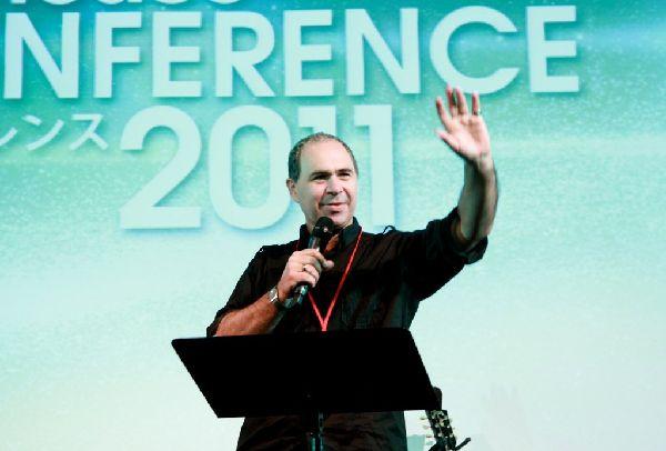 ジーザスライフハウスカンファレンスで講義を行うロド・プラマー氏=23日、ベルサール飯田橋ファースト(東京都文京区)で(写真:ジーザス・ライフハウスチャーチフォトチーム提供)