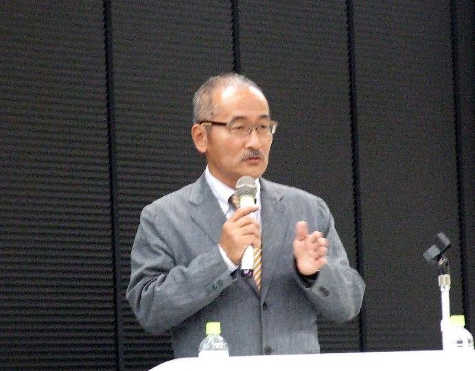 講演を行ったサンクゼール代表取締役久世良三氏、2011年10月26日、東京都港区で。