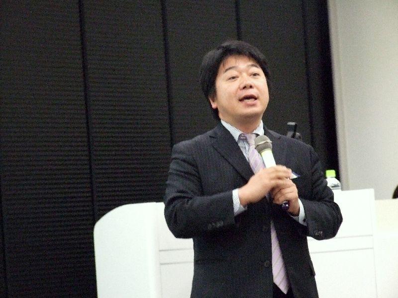 サーバント・リーダーシップ協会理事長真田茂人氏、2011年10月26日、東京都港区で。