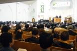 ロジャー・ウィルモア氏の講演に耳を傾ける参加者たち=13日、大阪府八尾市のグレース宣教会・グレース大聖堂で