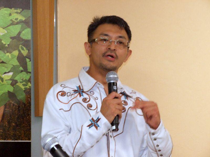 開所式礼拝メッセージを伝える進藤龍也牧師=11月17日、お茶の水クリスチャン・センター(東京都千代田区)で