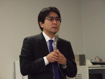 梶山恵司氏、2012年2月2日、弁護士会館(東京都千代田区)で。