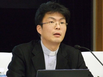 日本基督教団仙台市民教会主任担任牧師の川上直哉氏。2012年2月11日、大正大学(東京都豊島区)で。