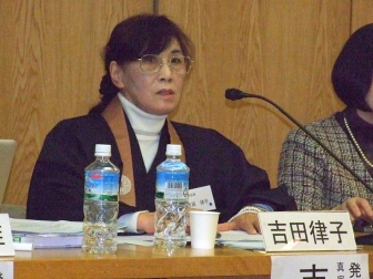 真宗大谷派僧侶の吉田律子氏。2012年2月11日、大正大学(東京都豊島区)で。