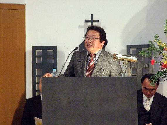 日本福音キリスト教会連合岩井キリスト教会牧師の上迫康二氏=9日、東京基督教大学(千葉県印西市)で