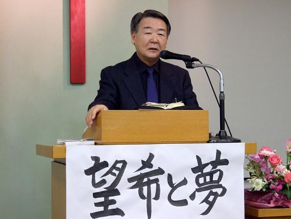 講演を行う吉田芳幸氏=20日、炎リバイバル教会(東京都足立区)で