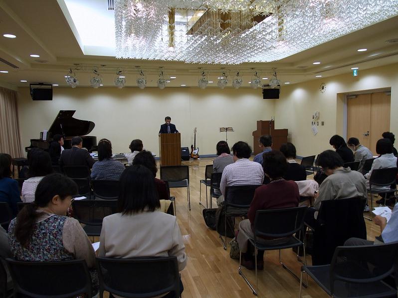 第3回実践いやし決起集会の様子。2012年4月18日、北とぴあカナリアホール(東京都北区)で。