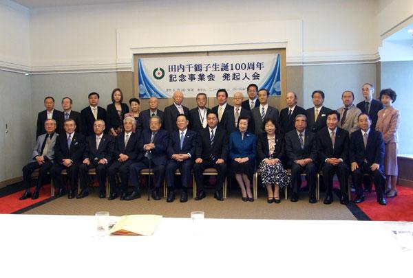 報道説明会に集まった発起人ら=23日、東京都千代田区で