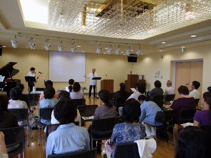 第6回実践いやし決起集会の様子。2012年7月18日、北とぴあカナリアホール(東京都北区)で。