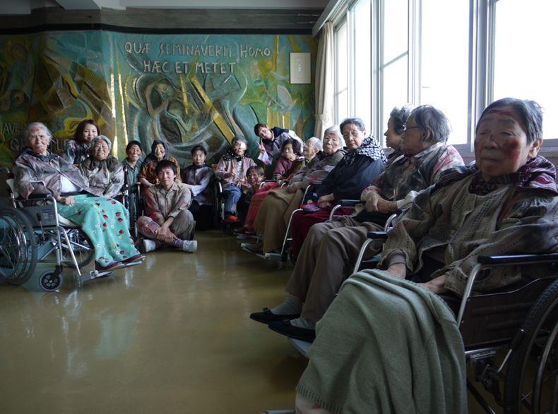 恵の丘長崎原爆ホームの方々(©2011 SUPERSAURUS)